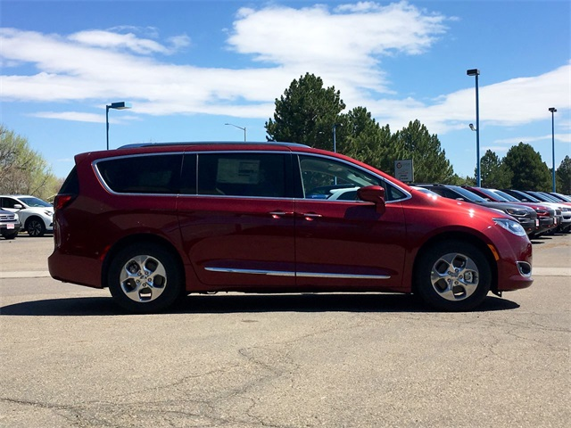 New 2019 CHRYSLER Pacifica Hybrid Hybrid Touring L